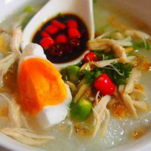 Bubur Dengan Telur Masin Dan Sos Ikan