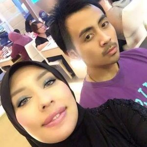 Foto Selfie Mesra Zarina Anjoulie Dan Husband