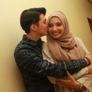 Foto Zaskia Sungkar Dicium Irwansyah