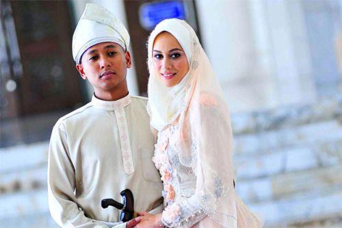 Gambar natasha hudson dan suami carleed khaza for Floor 88 zalikha lirik