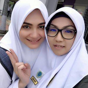 Nadia Brian Pakai Baju Sekolah Dalam Sweetie Nannie