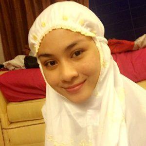 Nur Risteena Dengan Pakaian Sembahyang Pada Malam Nisfu Syaaban