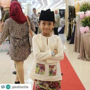 Rykarl Iskandar Berbaju Melayu Penuh Bersongkok