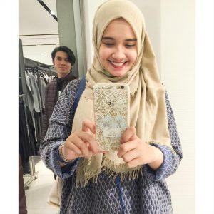 Selebriti Zaskia Sungkar Selfie