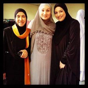 Sharifah Sofia Dan Shasha Saidin Bertudung