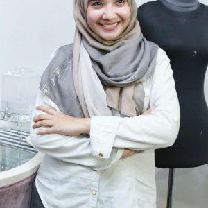 Zaskia Sungkar Berjilbab Senyum Happy Tanpa Make U