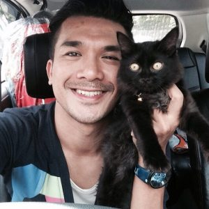 Arja Lee Dengan Kucing Peliharaannya
