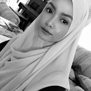 Cantiknya Azira Shafinaz Bertudung