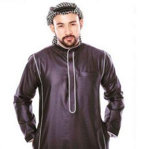 Sharnaaz Ahmad Dengan Fesyen Jubah Arab