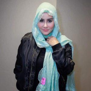 Ella Berhijab