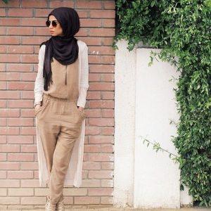 Gadis Bertudung Dengan Fesyen Romper