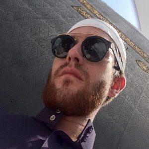 Gambar Islam Mat Dan Pakai Kopiah Dan Cermin Mata Hitam