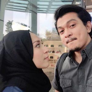 Gambar Romantis Shukri Yahaya Dan Istri
