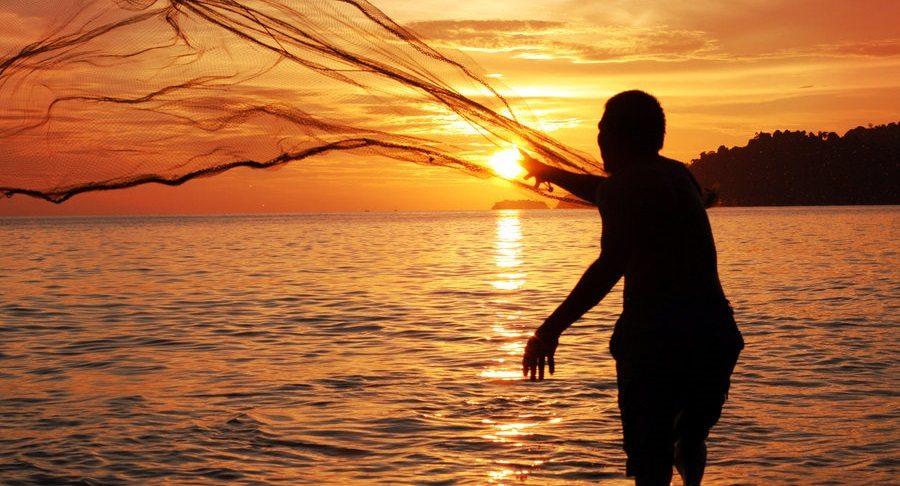 Nelayan Mencari Rezeki Halal