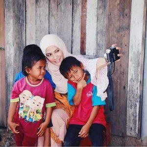 Sherry Ibrahim Selfie Bersama Peminat Cilik