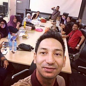 Zizan Razak Selfie Bersama Rakan Sekerja