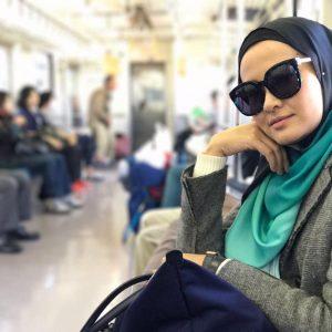 Eyqa Sulaiman Bercermin Mata Hitam