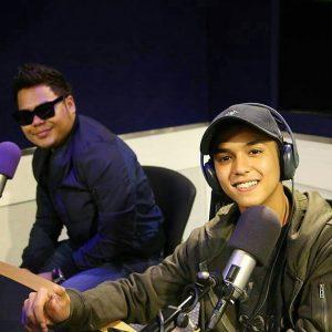 Gambar Aiman Tino Dan Syamel Menjadi DJ Radio