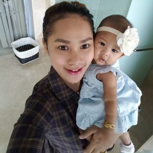 Gambar Elly Mazlein Dan Anaknya