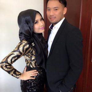 Gambar Furyna Azmeer Dan Suami