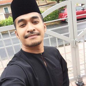 Gambar Hefny Sahad Berbaju Melayu