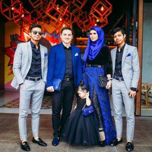 Gambar Keluarga Che Ta Dan Zain Saidin Bersama Anak Anaknya