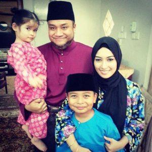 Gambar Misha Omar Dan Suami Bersama Anak Angkat Mereka