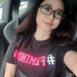 Intan Najuwa Selfie Gaya Feminim