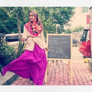 Pose Cantik Wan Sharmila
