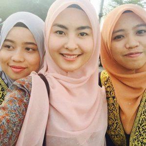 Selfie Cantik Wany Hasrita Graduation Day