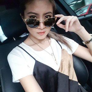Selfie Elizabeth Tan