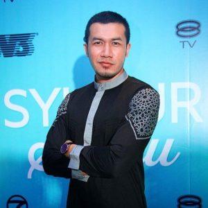 Ungku Ismail Aziz Berambut Pendek