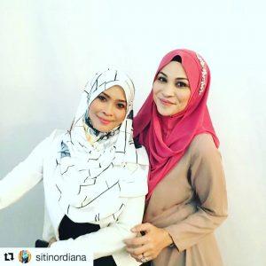 Aleza Shadan Dan Siti Nordiana Berhijab