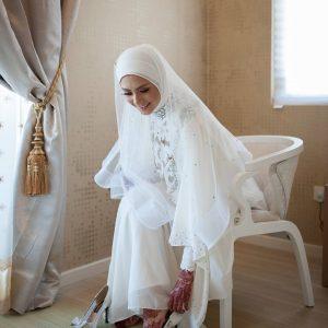Eleena Sui Cantik Bertudung Semasa Majlis Nikah