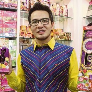 Gambar Datuk Azril Pengasas V'Asia Cosmetic