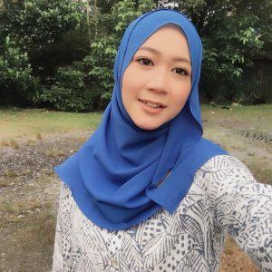 Gambar Lia Natalia Bertudung Cantik Persis Gadis Melayu