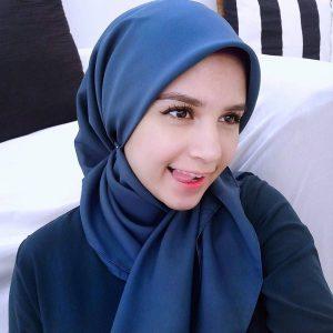 Wanita Kacukan Arab Cantik Deena Emir