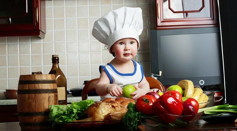 Chef Cilik Memasak Di Dapur