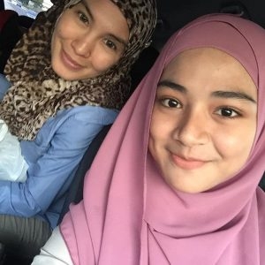 Hanna Farisha Bersama Ibu Tirinya Lisdawati