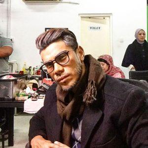 Azrel Ismail Dengan Solekan Tua