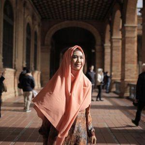 Fesyen Muslimah Oki Setiana Dewi