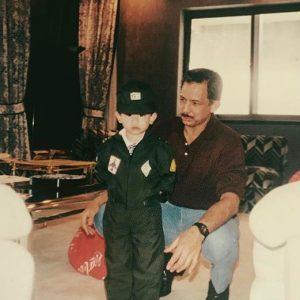 Gambar Pengiran Muda Abdul Mateen Ketika Kanak Kanak Bersama Ayahandanya Sultan Brunei