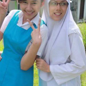 Miera Leyana Dan Siti Saleha Comel Berbaju Uniform Sekolah