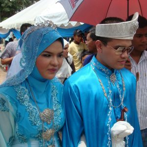 Perkahwinan Azmi Saat Dari Caliph Buskers Dan Isteri