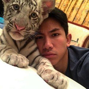 Putera Mateen Bersama Anak Harimau