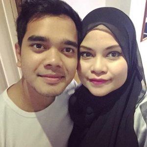 Selfie Mesra Alif Satar Dan Isteri