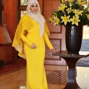 Uyaina Arshad Cantik Berbaju Kurung Kuning