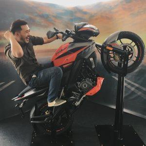 Aksi Lucu Menunggang Moto Karl Shafek
