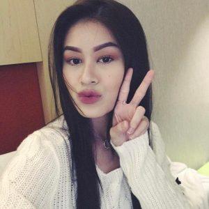 Bibir Menggida Yaya Zahir