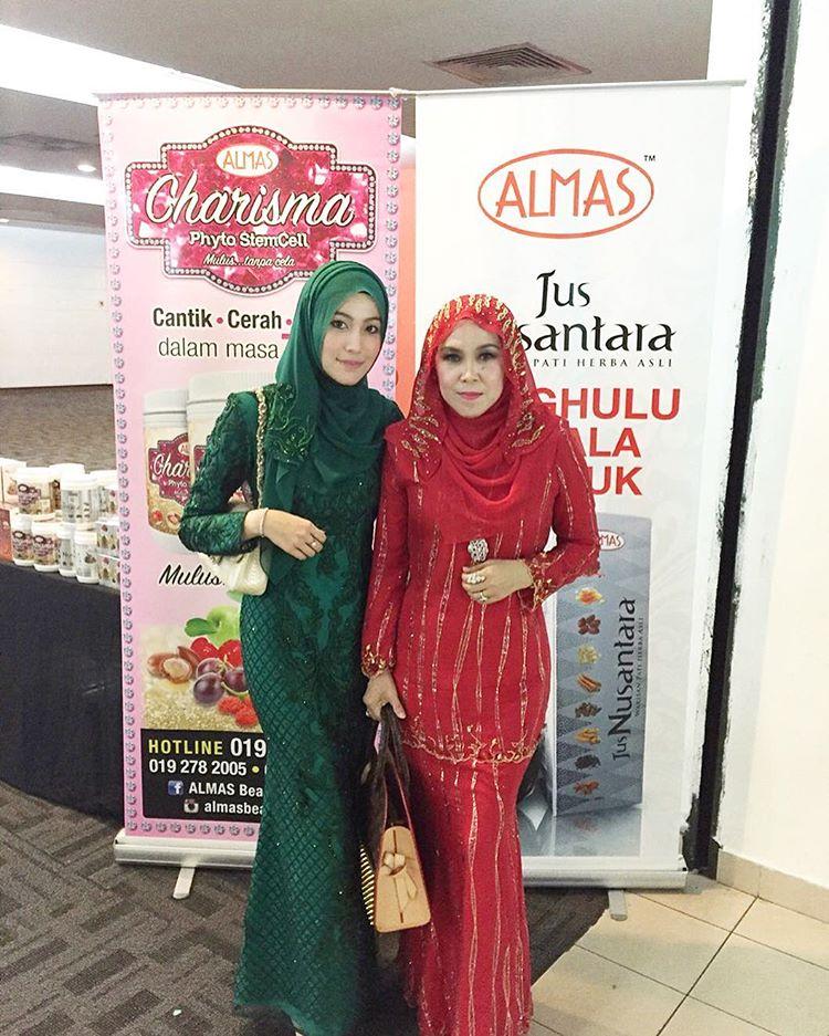 Datin Maziah Mohamed (Pengasas Almas Beauty) Bersama Anak Perempuannya Nurul Afiqah